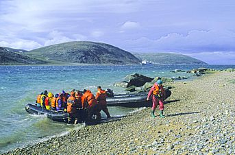 you can vacation in nunavut usually in the summer here are pictures